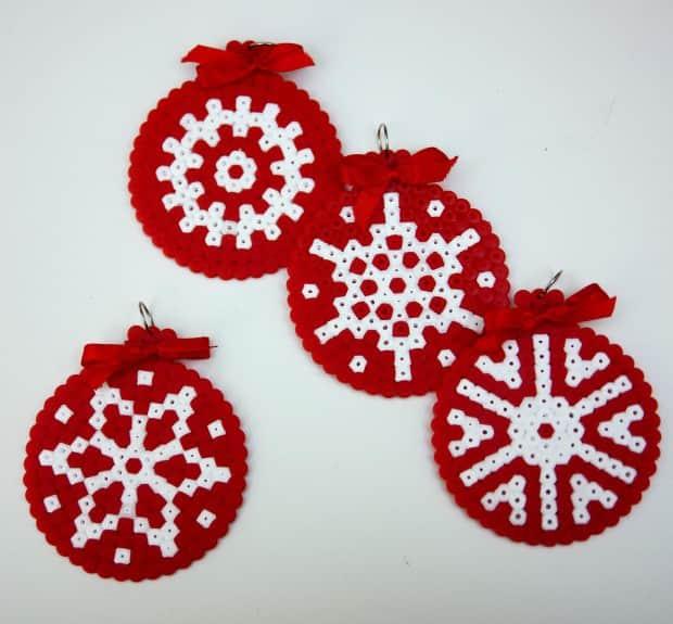 Ideas para hacer con cuentas hama adornos de navidad - Como se hacen adornos navidenos ...
