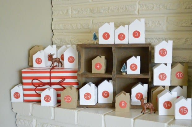 Calendario de Adviento con casitas de papel